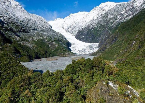 Franz Josef glacier, which grew almost continuously in the 25 years to 2008