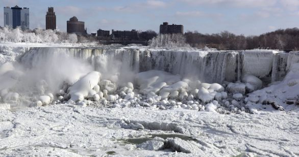 1389371917000-EPA-USA-NIAGARA-FALLS-ICE-FORMATIONS