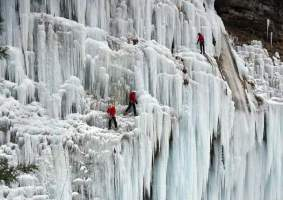 Will Gadd's Historic Climb Up Frozen NIAGARA2