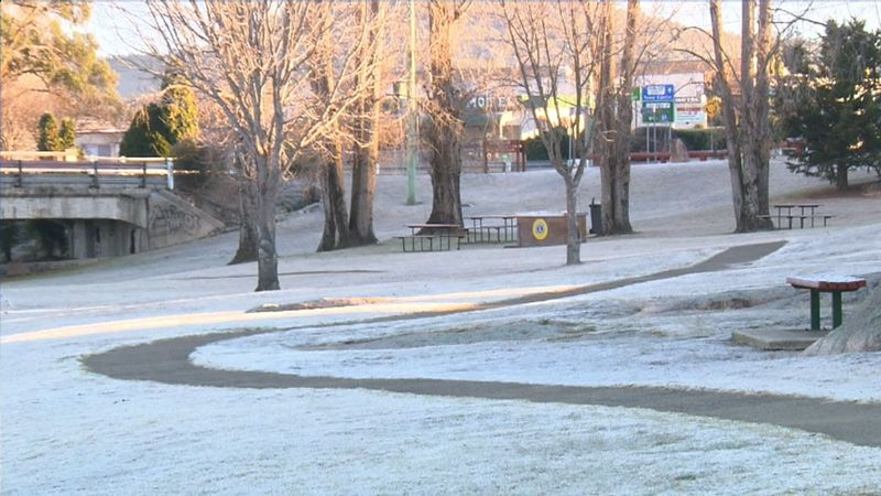 Winter wonderland in the Sunshine State- Queensland's southeast woke to very chilly minimums. (9NEWS)